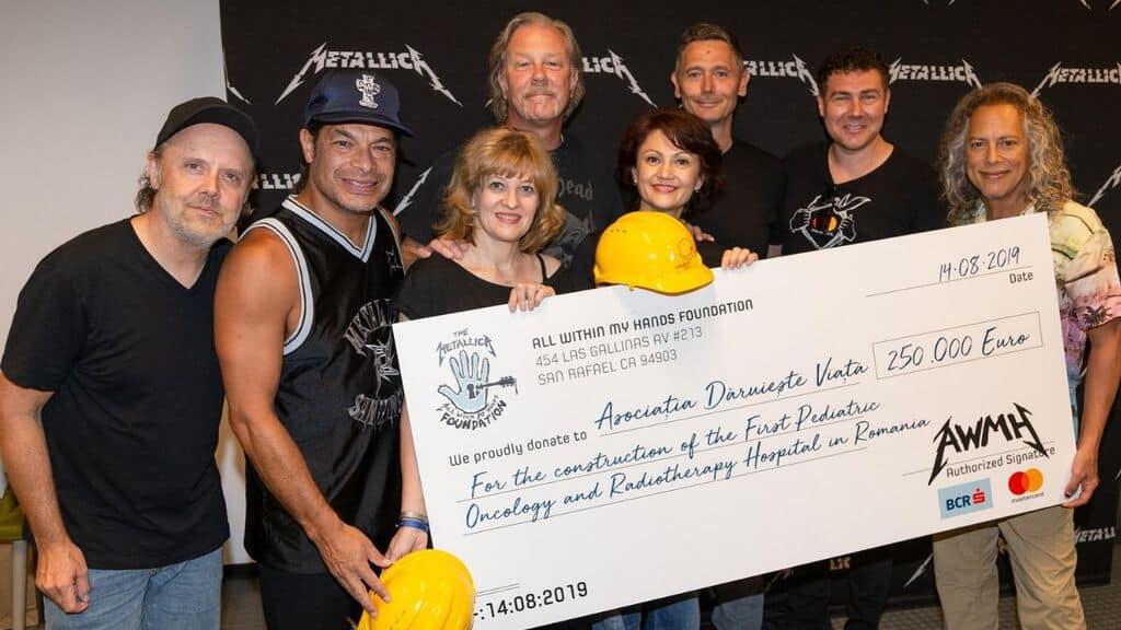 La band americana Metallica ha donato 250mila euro per costruire il primo ospedale pediatrico di oncologia e radiologia in Romania. I rockers sempre in prima linea quando si tratta di far beneficenza (Foto Facebook)