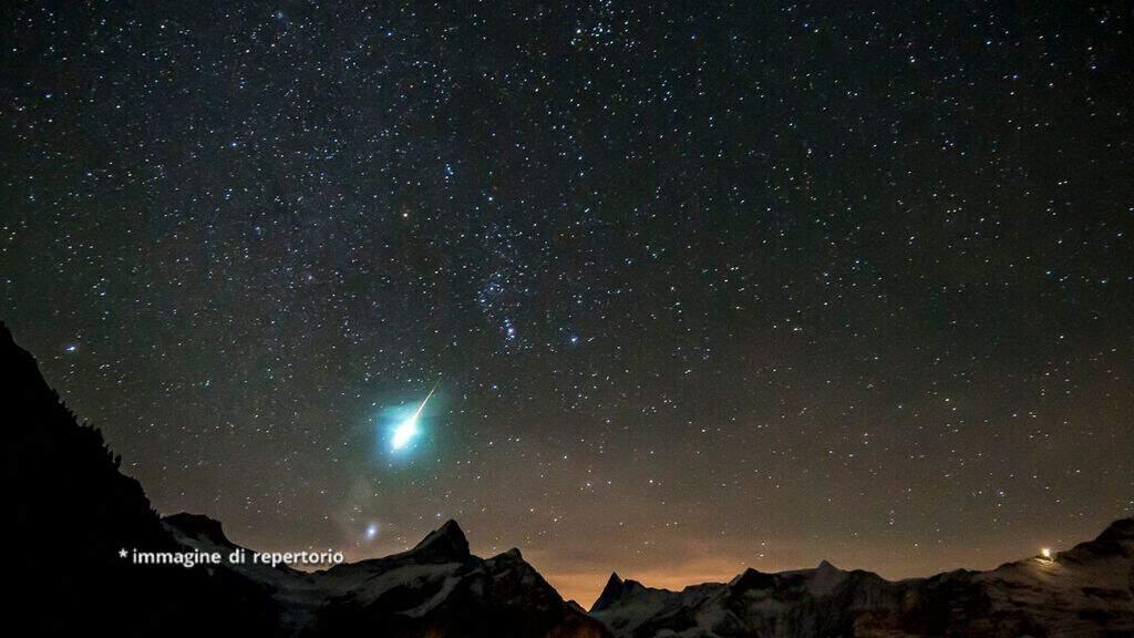meteorite nel cielo