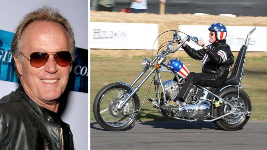Primo piano di Peter Fonda e l'attore sulla moto
