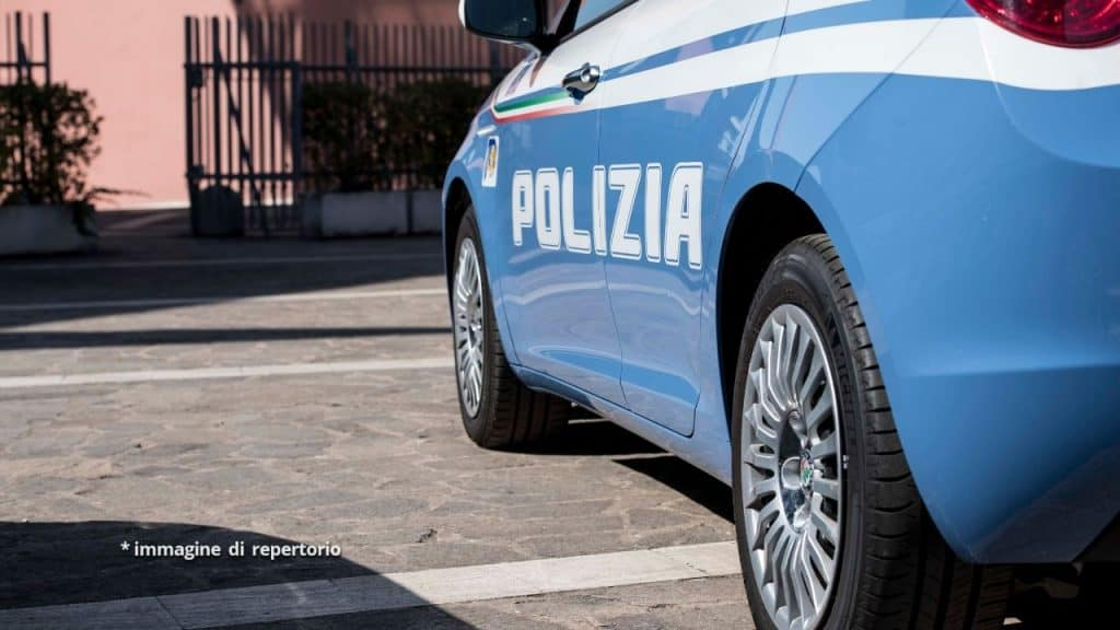 Bimbo morto in piscina, papà ha un incidente mentre va in os