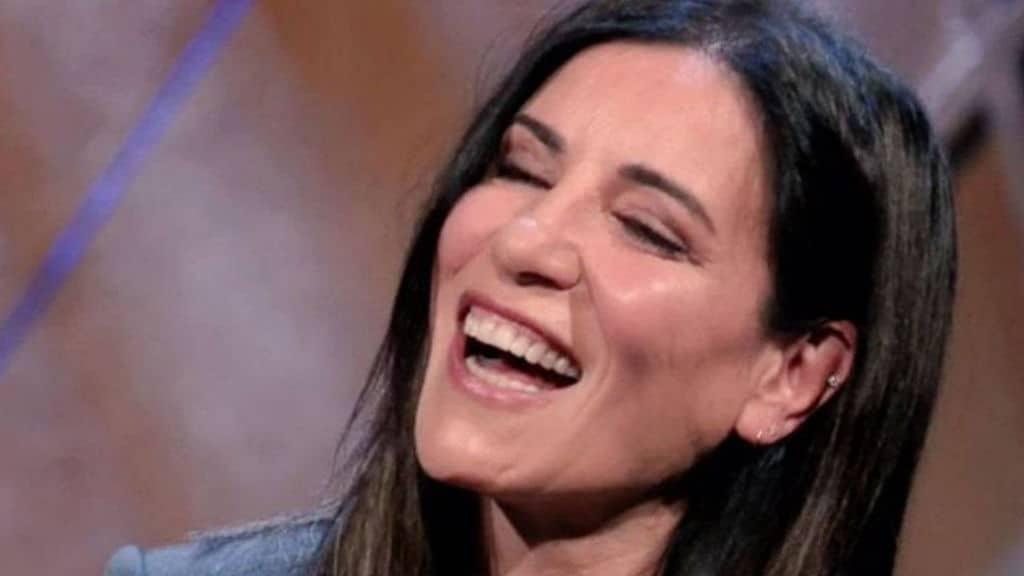 paola turci sorridente
