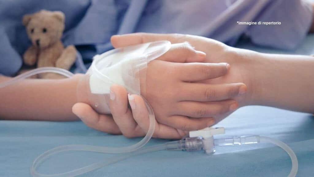 Bimbo ricoverato in ospedale per denutrizione. Immagine di repertorio