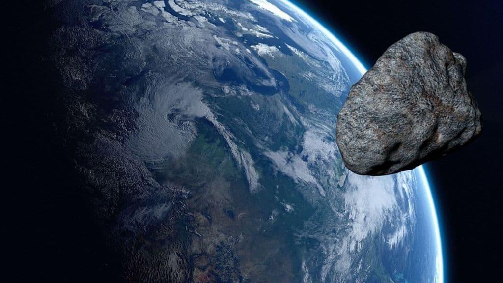asteroide sorvola la terra