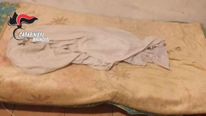 Il giaciglio dove dormiva il pastore schiavizzato a Brindisi