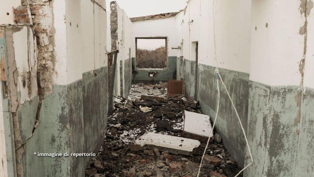 resti di palazzo dopo esplosione
