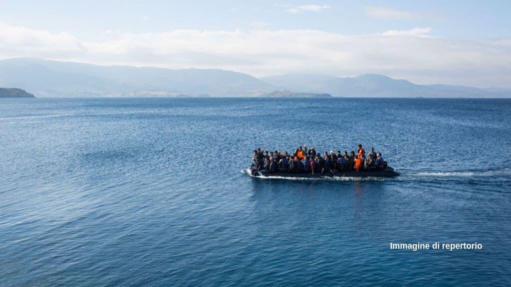 Barcone con oltre 50 migranti a bordo si ribalta a largo della Libia, soccorsi in arrivo, ma si teme l'ennesima tragedia nel Mediterraneo (Immagine di repertorio)