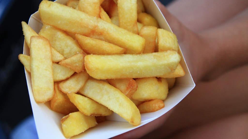 Salute: mangia per anni solo patatine fritte, 'cieco' a 17 anni