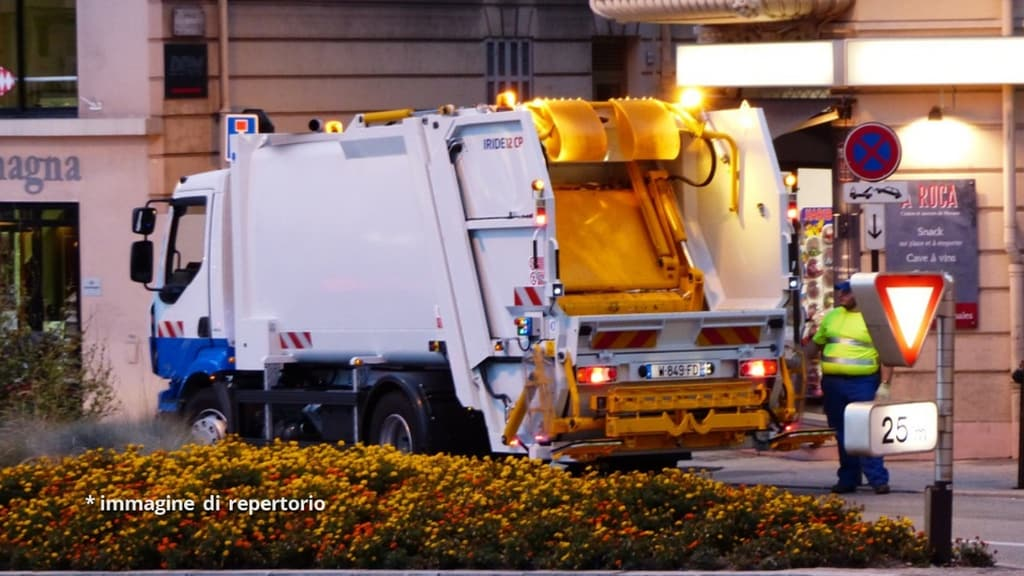 pulizia strade camion