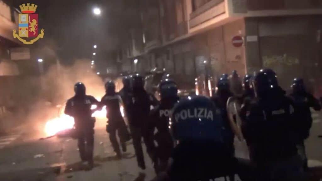 fotogramma degli scontri 9 febbraio torino
