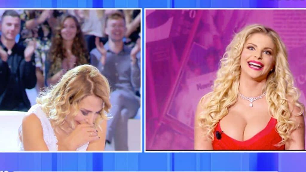 Francesca Cipriani in collegamento con lo studio di Pomeriggio Cinque. Fonte: Mediaset Play