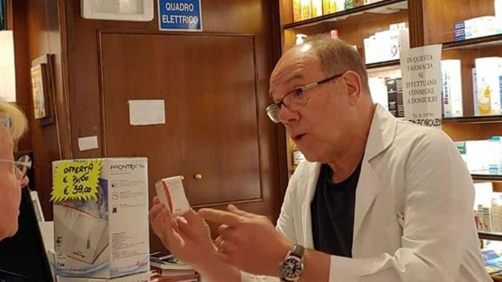 Carlo Verdone in farmacia