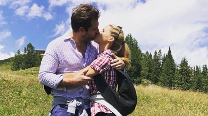 Michelle Hunziker e Tommaso Trussardi abbracciati