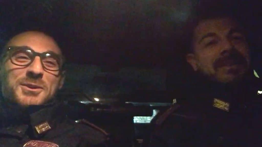 Pierluigi Rotta e Matteo Demenego al lavoro in uno dei turni di notte. Fonte: Polizia di Stato/Facebook