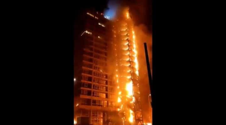 Cile, metro in fiamme per protesta