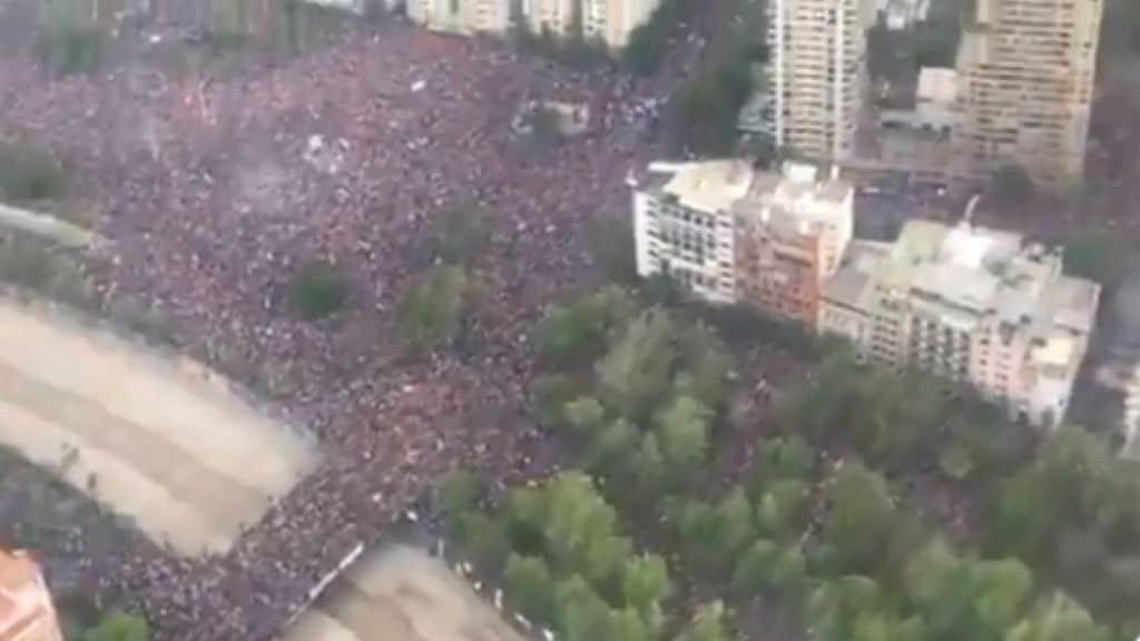 Cile, un milione di persone in strada per manifestare. La protesta non si ferma