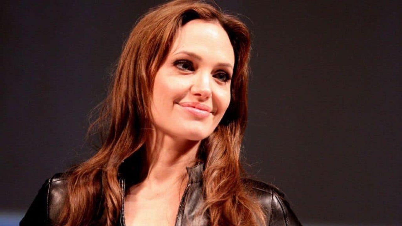 Angelina Jolie Parla Del Tumore Al Seno Che Ha Ucciso La Mamma