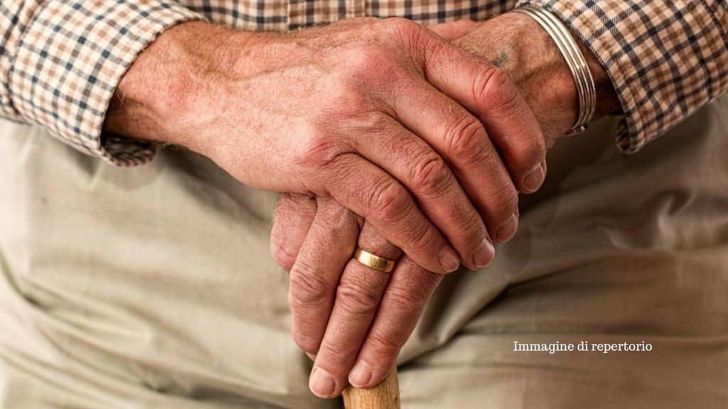 Dramma a Bolzano: pensionato povero e malato ruba dentifricio e shampoo al supermercato, ma muore d'infarto all'arrivo della Polizia (Immagine di repertorio)