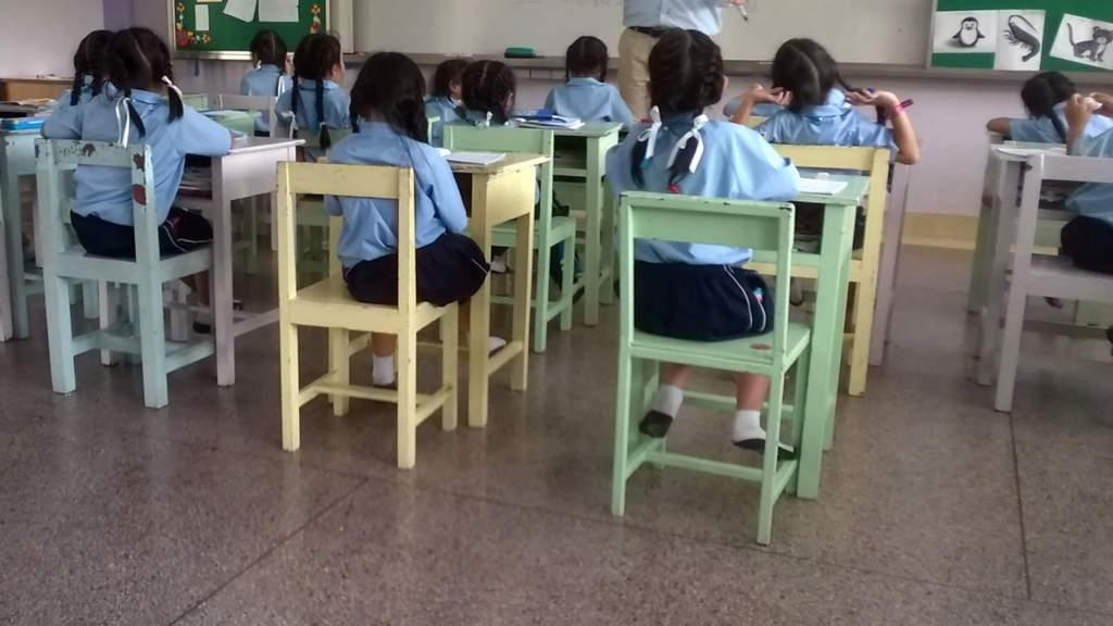 bimbi aula scuola