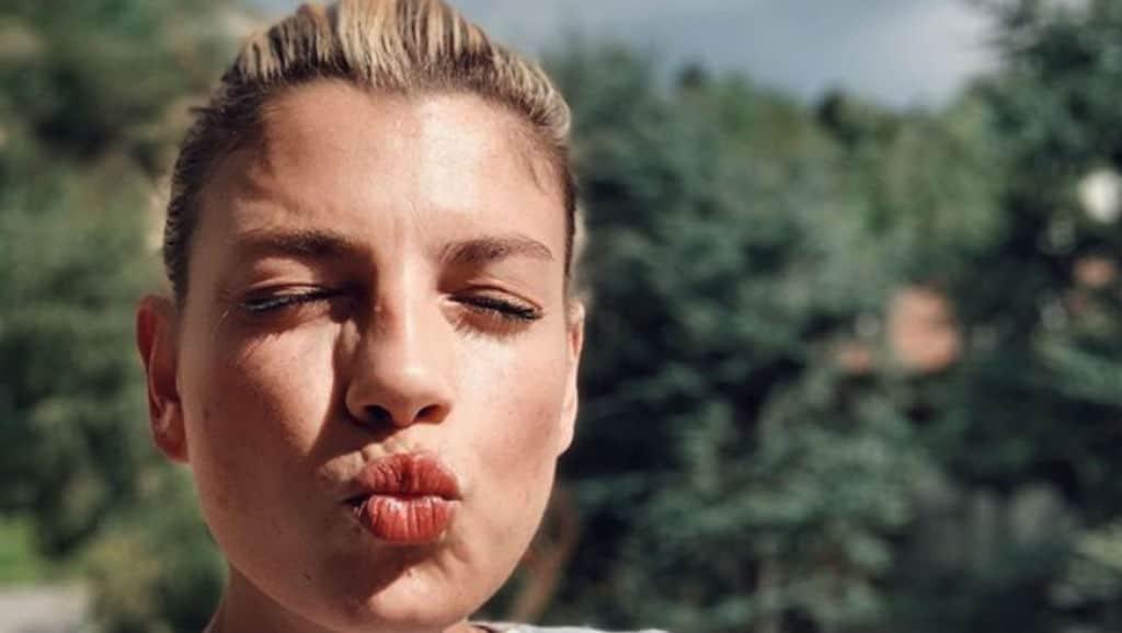 emma marrone manda un bacio