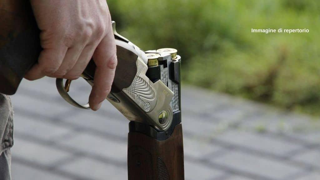 Oregon, studente con fucile: allenatore lo abbraccia e lo disarma