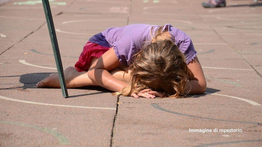 In Argentina, una bambina di 3 anni è stata abusata dal nonno paterno 72enne. Quando il padre della piccola l'ha scoperto, lo ha affrontato e infine ucciso con un machete (Immagine di repertorio)