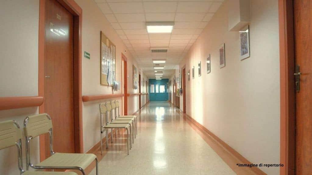 corsia di ospedale vuota