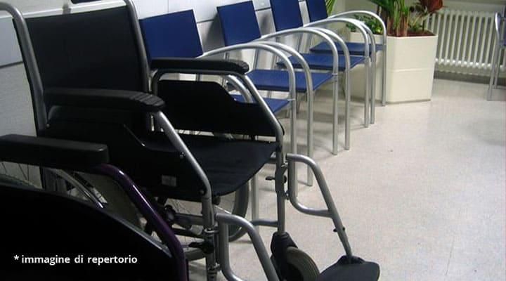 sedia a rotelle e sedie
