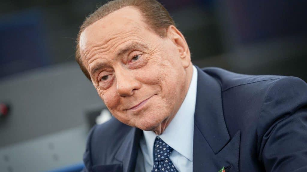 Silvio Berlusconi e Marta Fascina a Villa Certosa: le foto mano nella mano