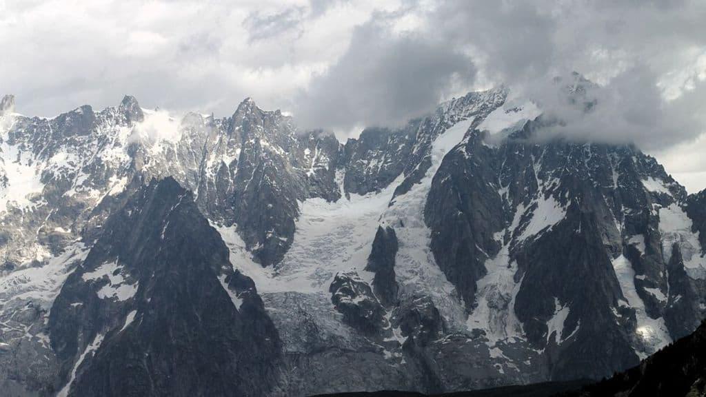 2 sciatori sono morti questa mattina a Courmayeur. Una valanga sul Monte Bianco li ha travolti senza lasciargli scampo. Non ci sarebbero altre persone coinvolte (Immagine di repertorio)