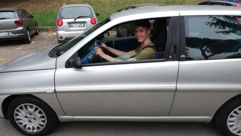 Giacomo Donati Clarke a bordo della sua auto