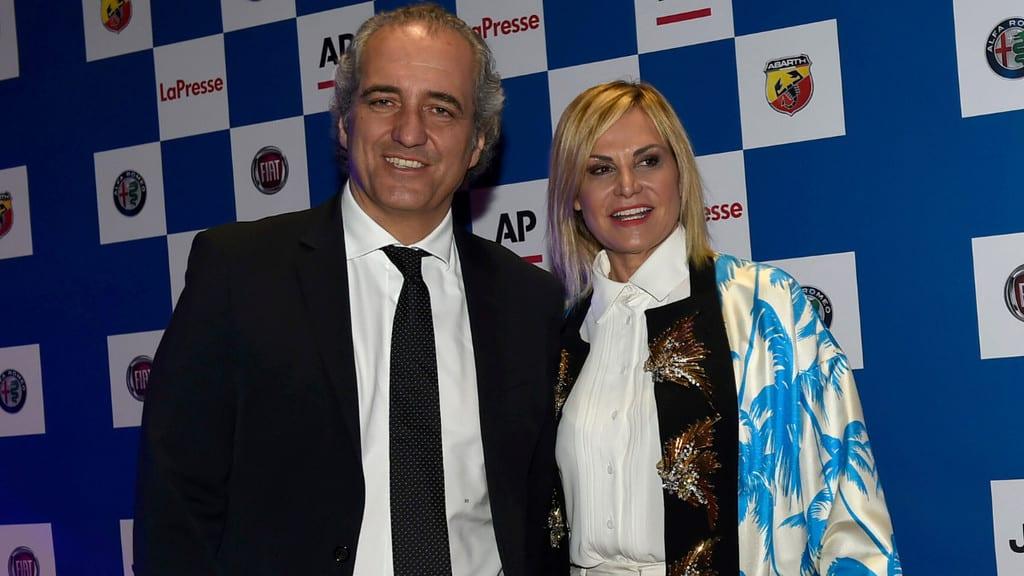 Simona Ventura annuncia le nozze con Giovanni Terzi: fiori d'arancio nel 2020