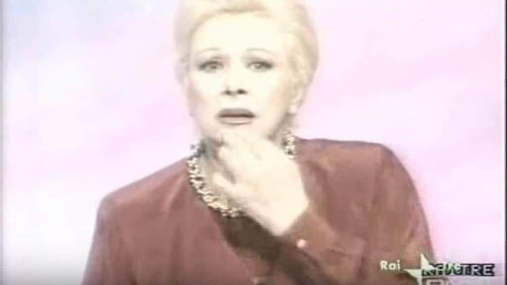 """L'attrice Sandra Milo ritorna sullo scherzo telefonico sull'incidente del figlio Ciro del '91 in diretta tv. """"26 donne e tutte negarono"""". Ma parla anche del suo nuovo amore, della carriera e del #MeToo (Screenshot Rai3"""