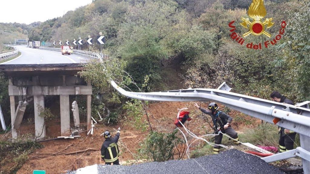 il viadotto crollato in provincia di Savona