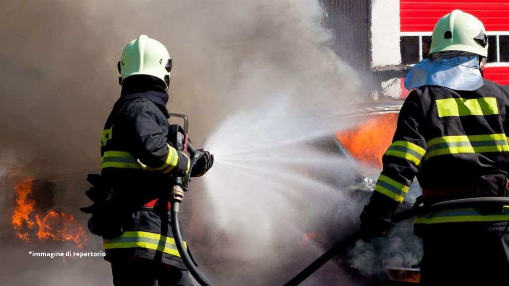 vigili del fuoco all'azione
