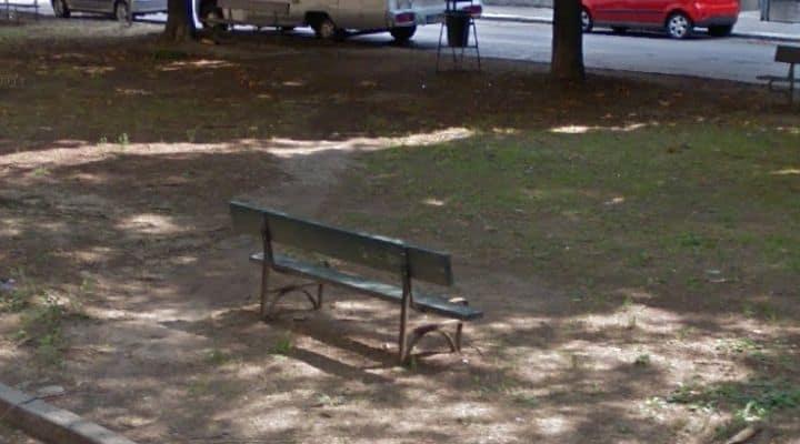 Panchina del parco in Via Cilea, Torino