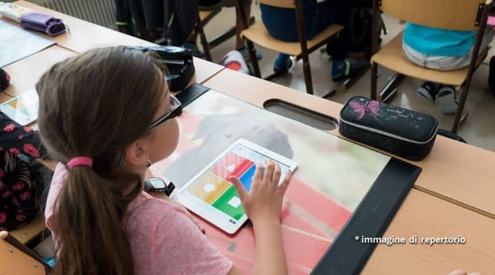 Salerno, volontari a scuola chiedono soldi per bambini malat