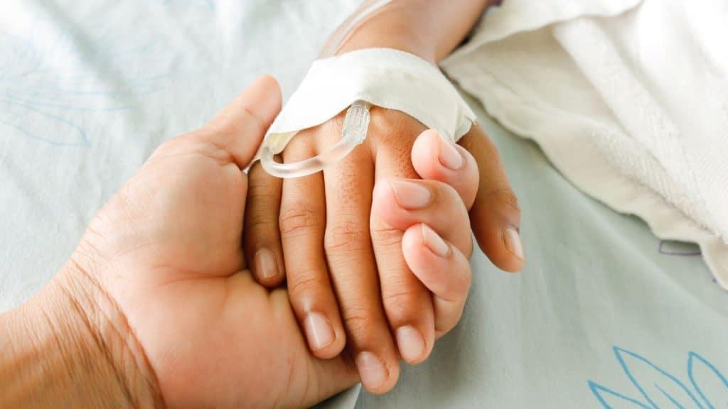 """Morta per ipotermia, torna in vita dopo 6 ore. I medici: """"Un"""