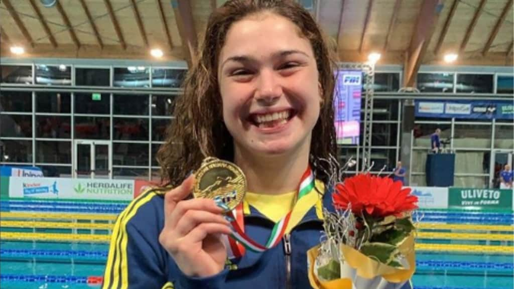 Benedetta Pilato conquista l'oro agli europei di nuoto: è nata una stella