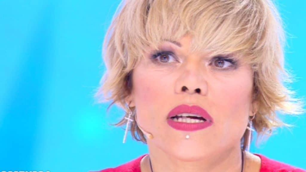 Lite tra Floriana Secondi e l'ex fidanzato fuori dallo studio