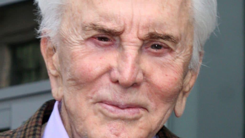 Kirk Douglas compie 103 anni: il mondo del cinema festeggia