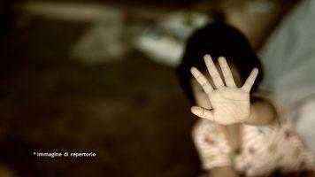 abusi su minore