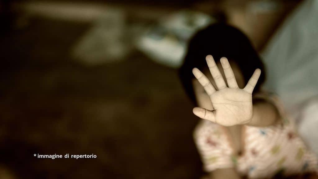 Incinta dopo gli abusi del padre: 13enne muore per complicanze da parto