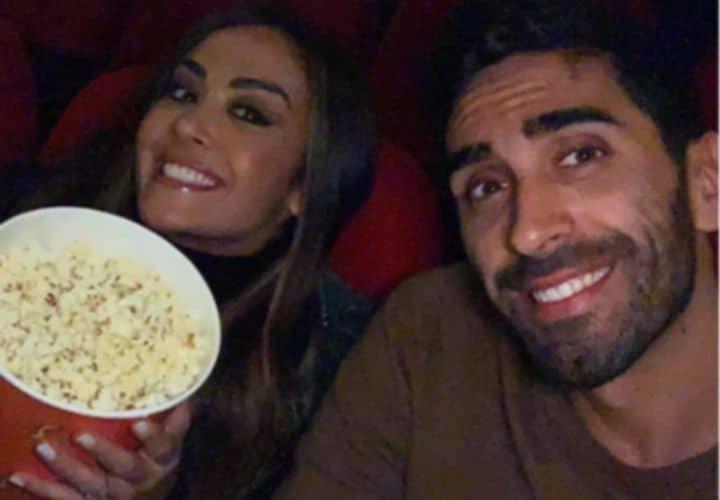 Filippo Magnini e Giorgia Palms al cinema con i popcorn