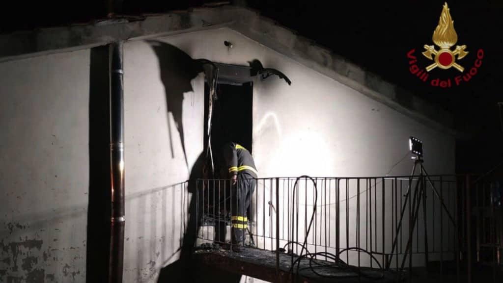 incendio in una casa a lucca vigili