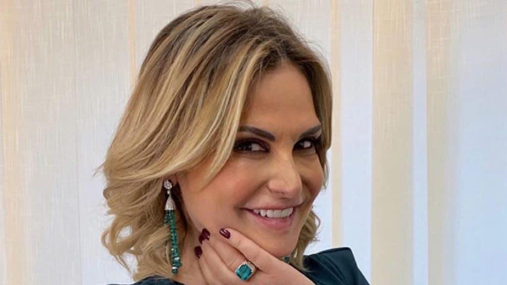 """Simona Ventura in bikini, la conduttrice commenta: """"Sto bene come sono"""""""