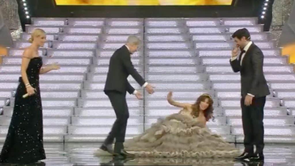 Festival di Sanremo, c'è chi inciampa e c'è chi cade