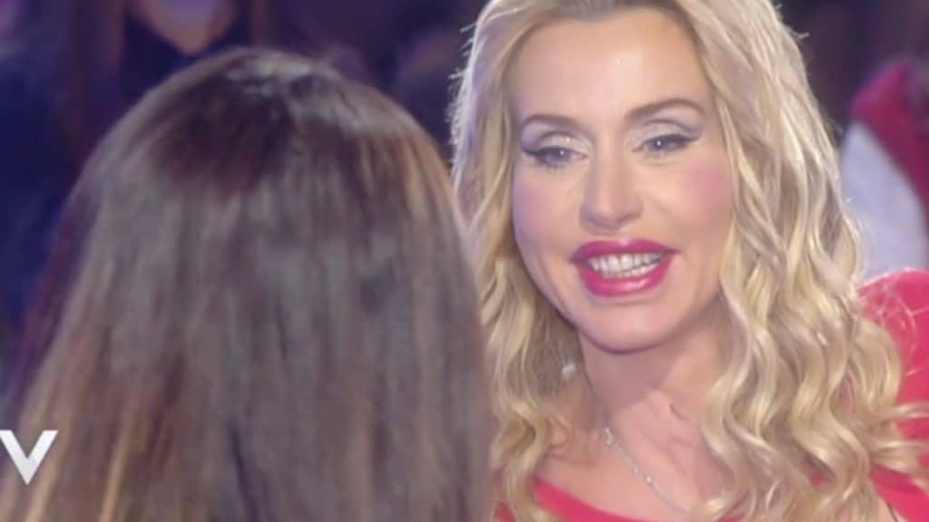 """Valeria Marini a Verissimo col nuovo fidanzato: """"Sono innamo"""