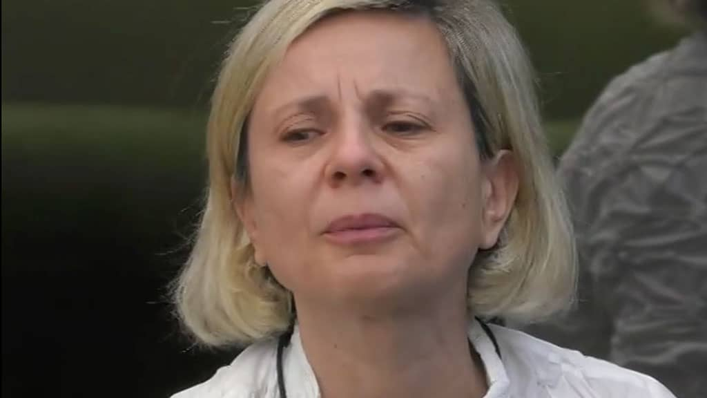 Antonella Elia con il viso corruciato