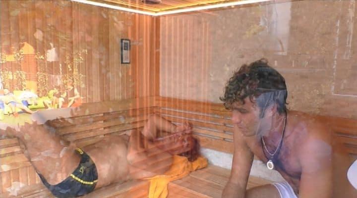 Paolo Ciavarro ed Antonio Zequila nella sauna del Grande fratello Vip