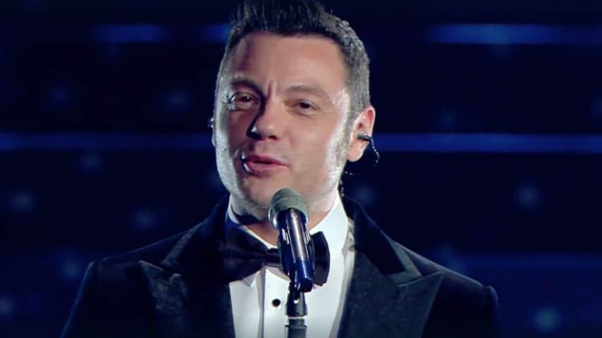 Tizano Ferro canta il medley all'Ariston